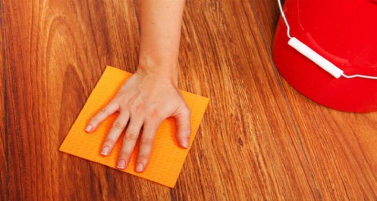 Como limpar pisos laminados sem estragar